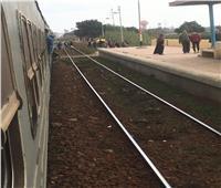 قطار يدهس توك توك والسائق ينجو بأعجوبة بالغربية