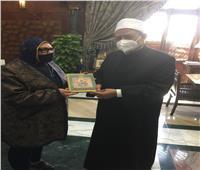 فاطمة سيد أحمد : قدمنا نسخة من أول كتاب في مجموعة «كتب التنوير» لشيخ الأزهر