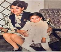 وزيرة الهجرة تستعيد طفولتها مع والدتها.. وتهنئها بعيد الأم