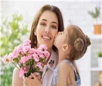 مظاهر الاحتفال بعيد الأم حول العالم.. تجمعات عائلية وتقديم الهدايا