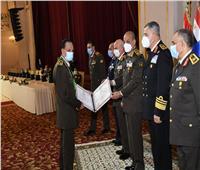 وزير الدفاع يكرم قادة القوات المسلحة المحالين للتقاعد   فيديو وصور