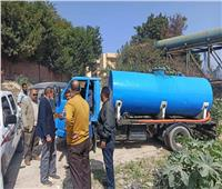 ضبط سيارة تلقي مياه صرف صناعي بمصرف زراعي بالإسكندرية