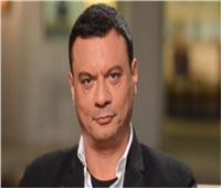 عباس أبو الحسن يروج لـ «مش هنفرح بيكي»