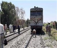 مصرع شاب أسفل عجلات قطار السكة الحديد بالمنيا 