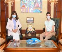 السفيرة نبيلة مكرم تلتقي براقص الباليه المصري«لوكا عبد النور»