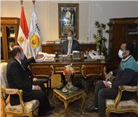 محافظ أسيوط يلتقي أعضاء مجلسي الشيوخ والنواب لبحث برامج التنمية