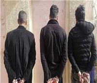 حبس ٣ عاطلين لقيامهم بالتعدي على جارهم بالزاوية الحمراء