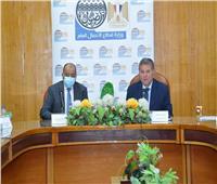 وزيرا قطاع الأعمال والتنمية المحلية يناقشان أماكن محطات شحن السيارات الكهربائية