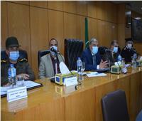 محافظ المنيا يتابع تنفيذ مبادرة «حياة كريمة».. وإزالة التعديات