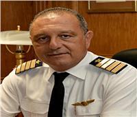 الطيارعمرو أبو العينين رئيساً ل«القابضة لمصر للطيران»
