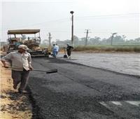 رئيس مدينة ملوي يتابع إنهاء أعمال الرصف بعدد من الطرق بمركز ملوي بالمنيا