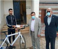 مديرية شباب بني سويف تسلم المرحلة الثالثة من مبادرة «دراجتك.. صحتك»