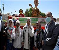 وزيرة التضامن ومحافظ أسيوط يتفقدان معرض الحرف التراثية للجمعيات الأهلية | فيديو