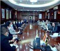 محافظ الأقصر يستقبل وفد مجلس الوزراء لبحث الموقف التنفيذي لتطوير القرى
