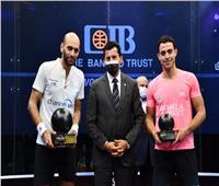 صبحى يُتوج اللاعب مروان الشوربجي لقب «بلاك بول» الدولية للإسكواش