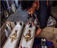 «حفار قبور» يحول تاوابيت الموتى إلى ألواح تزلج للفقراء   فيديو