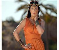 لعنة الفراعنة تصيب هند صبري : الجمهور يكتشف أنها مش مصرية في المومياوات الملكية