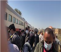 القيادات الأمنية تدفع بفرق مكثفةلاستخراج الضحايا والمصابين من قطاري سوهاج