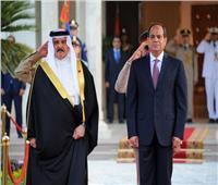 ملك البحرين وولي عهده يعزيان الرئيس السيسي بحادث قطار سوهاج