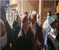 محافظ القاهرة يتابع عمليات إنقاذ القاطنين بالعقار المنهار بالسلام.. صور
