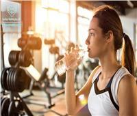 شرب الماء وممارسة الرياضة.. تخلصك من آلام المعدة والانتفاخات