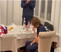 لحظة بكاء مودريتش في معسكر منتخب كرواتيا | فيديو
