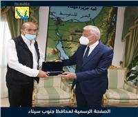 مواطن أردني زار شرم الشيخ 130 مرة.. والمحافظ يهديه «مفتاح المدينة»