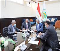«الزملوط» ورئيس «تنمية الصعيد» يوقعان إتفاق لتطوير مجمع التمور
