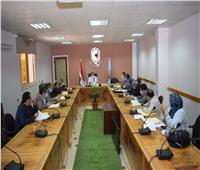 رئيس جامعة سوهاج يجتمع بمجلس إدارة البرامج الجديدة بكلية الآداب