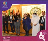 مايا مرسي تهنئ «ماري لويس» بتكريمها ضمنمنتدى المرأة العربية
