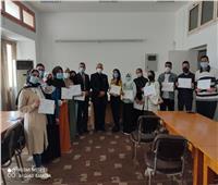 جامعة حلوان تُكرم طلابها المشاركين في المشروع القومى لمحو الأمية