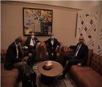 السفير المصري بالسودان ونائب رئيس المريخ يستقبلان بعثة الأهلي