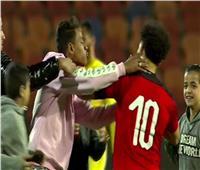 اتحاد الكرة يكشف تفاصيل واقعة «سيلفي» الجماهير مع محمد صلاح