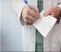 دراسة تكشف أسباب عدم وضوح خط الأطباء