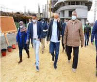 وفد من وزارة الإسكان يتفقد مشروعات مدينة العلمين الجديدة.. صور