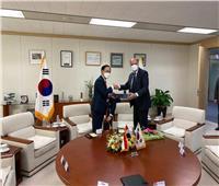 سفير مصر في سول يلتقي رئيس مجموعة شركات هيونداي روتام الكورية
