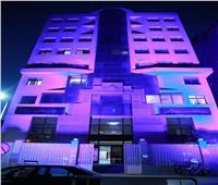 إضاءة مبنى «التضامن» باللون الأزرق