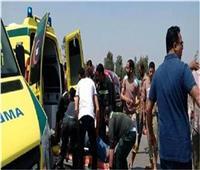 إصابة 4 أشخاص في تصادم سيارتين بطريق السويس