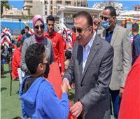 في يوم اليتيم.. محافظ الإسكندرية يكرم ٢٥٠ طفلا