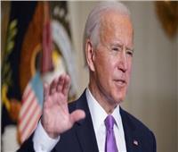 «بايدن» يتعهد لرئيس أوكرانيا بالحفاظ على سيادة بلاده أمام روسيا