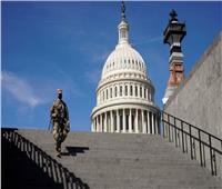 سيارة تقتحم الحاجز الأمني لمبنى الكونجرس الأمريكي وتصيب شرطيين