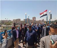 مواطن لـ«وزير النقل»: «مش هتقدر على البياعين بالقطارات».. والوزير يرد: «ساعدوني»
