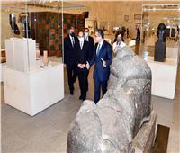 الرئيس السيسي يتفقد القاعة الرئيسية بالمتحف القومي للحضارة  صور