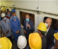 وزير النقل يتابع أعمال تجديد وتطوير 925 عربة بورش كوم أبوراضي