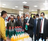 رئيس جامعة المنوفية يفتتح معرضا لمنتجات كلية الزراعة.. صور