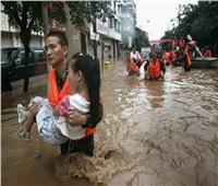 ارتفاع ضحايا الفيضانات في إندونيسيا لـ44 شخصا