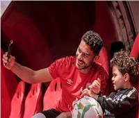 نجل ياسر إبراهيم يظهر في مران الأهلي