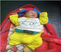 العثور على طفل رضيع في مدخل إحدى العمارات السكنية ببني سويف