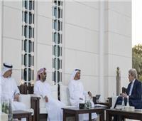 «محمد بن زايد» يلتقي جون كيري في الإمارات
