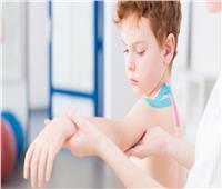 نصائح لكيفية العناية بالطفل في حالة كسر عظمة الترقوة